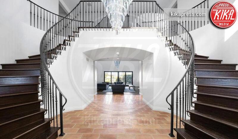 Villa Bella Thorne - Topanga - 08-07-2019 - Bella Thorne e Benji, ecco il loro nido d'amore californiano