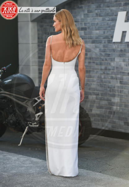 Rosie Huntington-Whiteley - Hollywood - 13-07-2019 - Fast & Furious Presents: Hobbs and Shaw, la premiere mondiale
