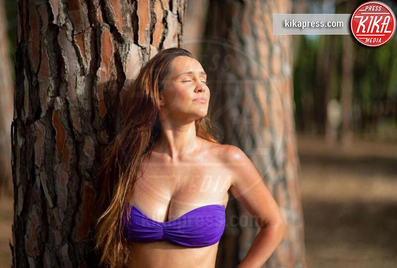 Ilenia Lazzarin - 15-07-2019 - Estate 2019: bikini o costume intero, questo è il dilemma!