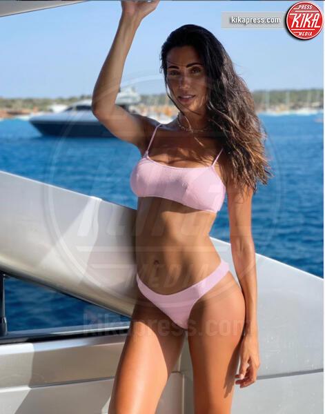 Federica Nargi - 18-07-2019 - Estate 2019: bikini o costume intero, questo è il dilemma!