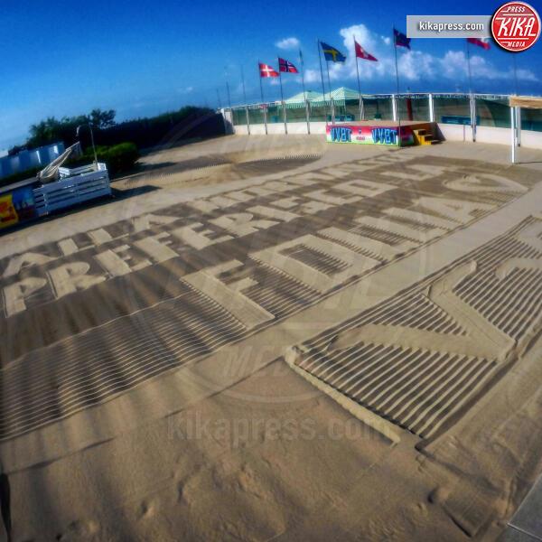 Lido Vittorio Veneto, Luca Palla - Viareggio - 13-07-2019 - Luca, il bagnino poeta che scrive i suoi pensieri sulla sabbia