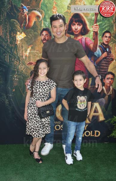 Dominic Lopez, Gia Francesca Lopez, Mario Lopez - Los Angeles - 29-07-2019 - Dora and the Lost City of Gold, la premiere californiana