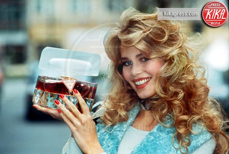 Claudia Schiffer - 23-11-1992 - Claudia Schiffer, 50 anni (quasi) e non sentirli