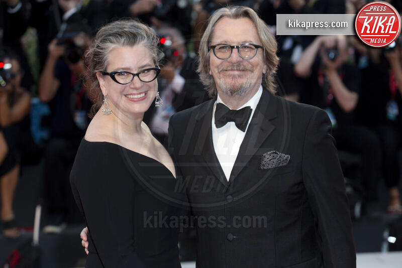 Gisele Schmidt, Gary Oldman - Venezia - 01-09-2019 - Venezia 76, il red carpet di The Laundromat