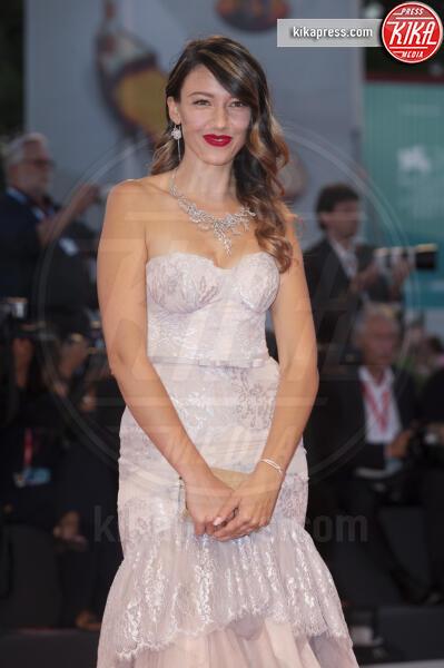 Delphine Wespiser - Venezia - 03-09-2019 - Venezia 76: Rodriguez-Moser, l'amore sul red carpet