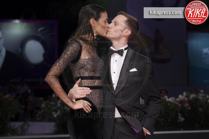 Laysla De Oliveira, Jonathan Keltz - Venezia - 03-09-2019 - Venezia 76, il red carpet di Guest of Honour