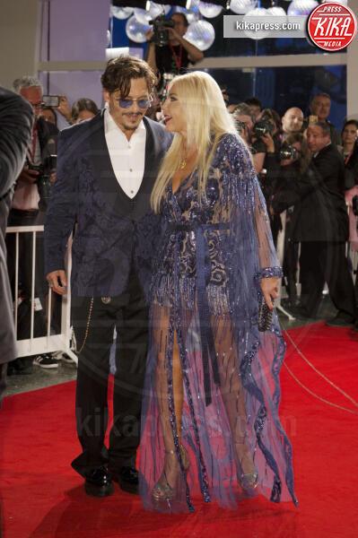 Monika Bacardi, Johnny Depp - Venezia - 06-09-2019 - Venezia 76: Johnny Depp si prende il red carpet del Festival
