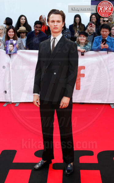 Ansel Elgort - Toronto - 08-09-2019 - Toronto 2019, Scarlett Johansson stella d'argento sul red carpet