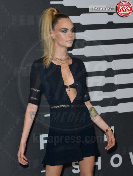 Cara Delevingne - New York - 11-09-2019 - Vanessa Hudgens, sotto il vestito niente al Fenty Event