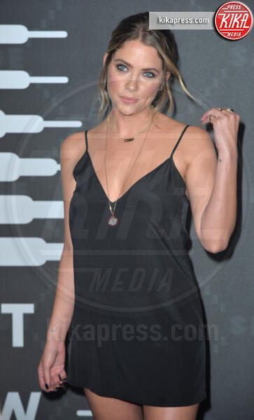 Ashley Benson - New York - 11-09-2019 - Vanessa Hudgens, sotto il vestito niente al Fenty Event