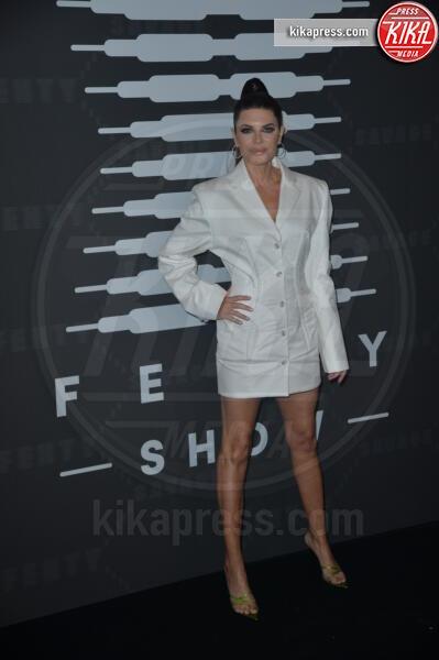 Lisa Rinna - New York - 10-09-2019 - Vanessa Hudgens, sotto il vestito niente al Fenty Event