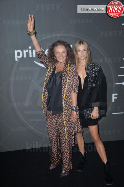 Talita von Furstenberg, Diane Von Furstenberg - New York - 10-09-2019 - Vanessa Hudgens, sotto il vestito niente al Fenty Event