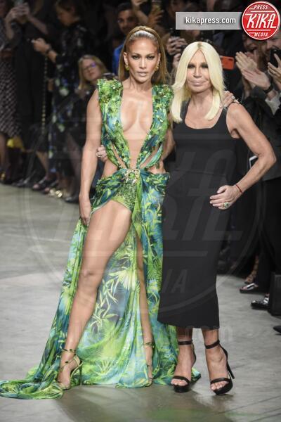 Sfilata Versace, Donatella Versace, Jennifer Lopez - Milano - 20-09-2019 - Jennifer Lopez e il Jungle Dress: meglio oggi o meglio ieri?