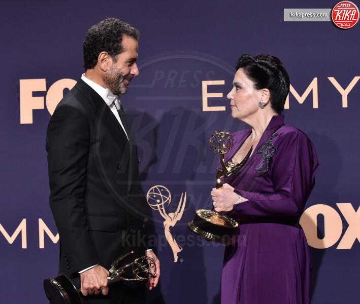 Alex Borstein, Tony Shalhoub - Los Angeles - 22-09-2019 - Emmy 2019: trionfano Fleabag, Game of Thrones e Chernobyl