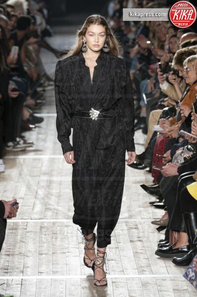 Sfilata Isabel Marant, Gigi Hadid, Model - Parigi - 26-09-2019 - PFW: Eva Herzigova torna in passerella per Isabel Marant