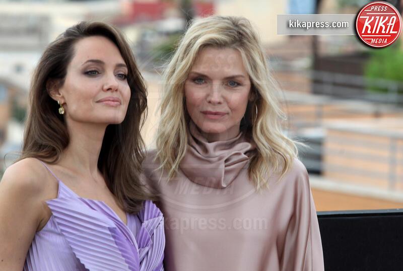 Michelle Pfeiffer, Angelina Jolie - Roma - 07-10-2019 - Angelina Jolie, un fiore lilla a Roma per Maleficent 2
