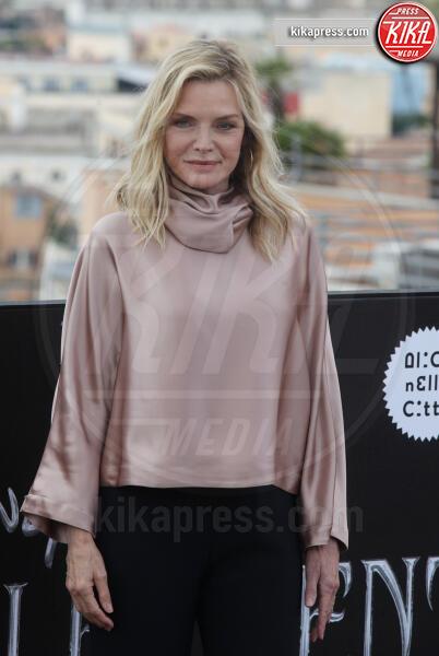 Michelle Pfeiffer - Roma - 07-10-2019 - Angelina Jolie, un fiore lilla a Roma per Maleficent 2
