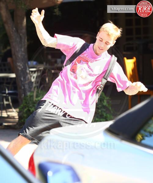 Justin Bieber - Beverly Hills - 07-10-2019 - Justin Bieber sui pattini-Crocs: nozze e sregolatezza!