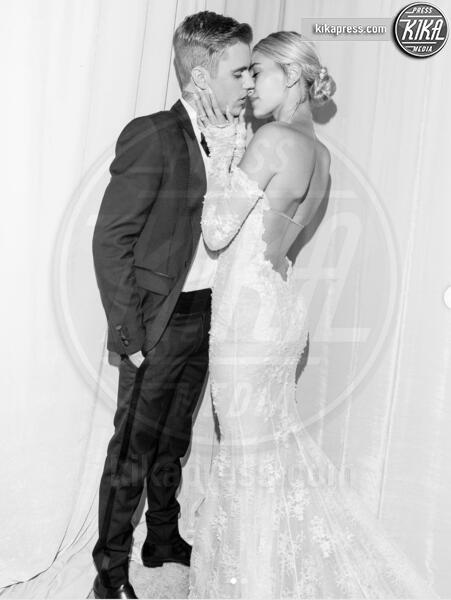 Hailey Baldwin, Justin Bieber - 08-10-2019 - Justin Bieber sui pattini-Crocs: nozze e sregolatezza!