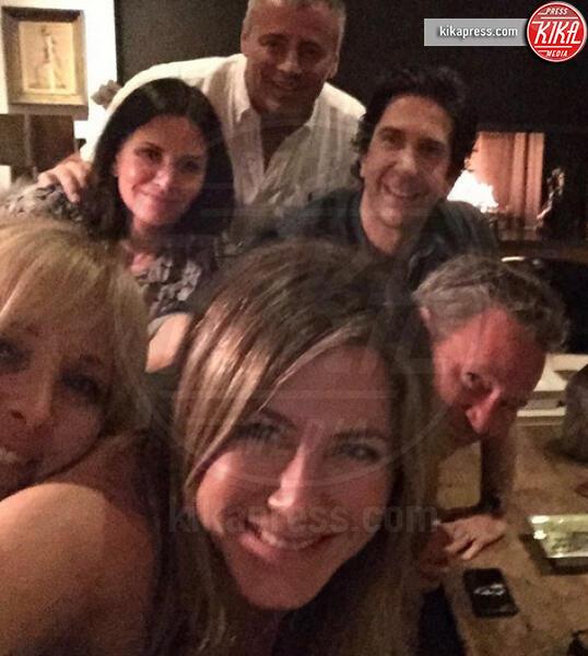 Jennifer Aniston - Hollywood - 16-10-2019 - Friends, un'altra reunion social: e il film quando arriva?