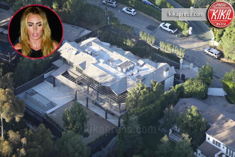 Petra Nemcova - Los Angeles - 16-07-2019 - Brucia la California, in fiamme le case delle star