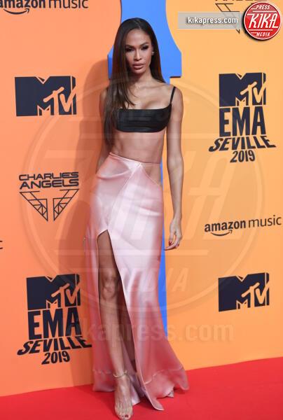 Joan Smalls - Seville - 03-11-2019 - MTV EMA, CR7 e Georgina Rodriguez star sul red carpet