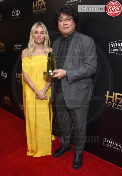 BONG JOON HO, Sienna Miller - Beverly Hills - 03-11-2019 - Antonio Banderas, agli Hollywood Film Awards con la sua Stella