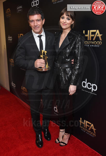 Dakota Johnson, Antonio Banderas - Beverly Hills - 03-11-2019 - Antonio Banderas, agli Hollywood Film Awards con la sua Stella