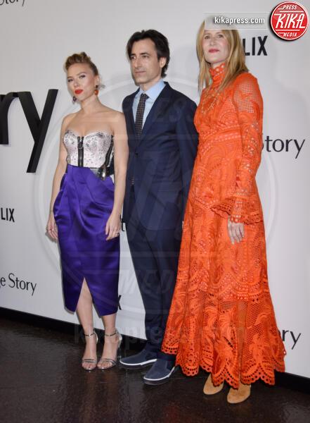 Noah Baumbach, Laura Dern, Scarlett Johansson - Los Angeles - 05-11-2019 - Scarlett Johansson, femme fatale in Vuitton per Marriage Story
