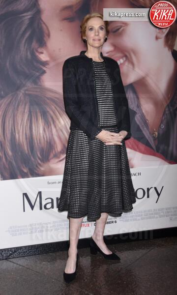 Julie Hagerty - Los Angeles - 05-11-2019 - Scarlett Johansson, femme fatale in Vuitton per Marriage Story