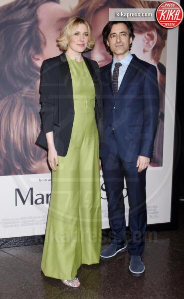Greta Gerwig, Noah Baumbach - Los Angeles - 05-11-2019 - Scarlett Johansson, femme fatale in Vuitton per Marriage Story