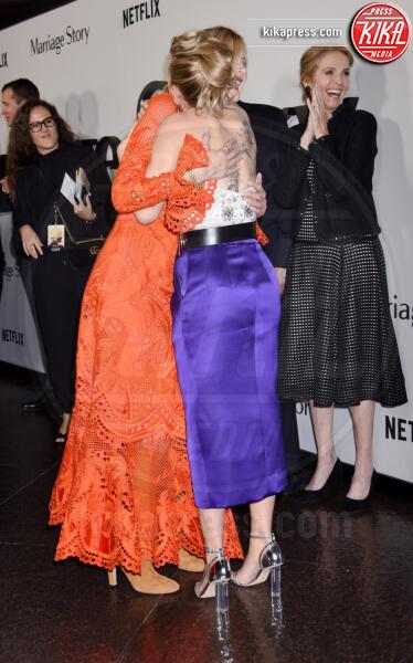 Julie Hagerty, Laura Dern, Scarlett Johansson - Los Angeles - 05-11-2019 - Scarlett Johansson, femme fatale in Vuitton per Marriage Story
