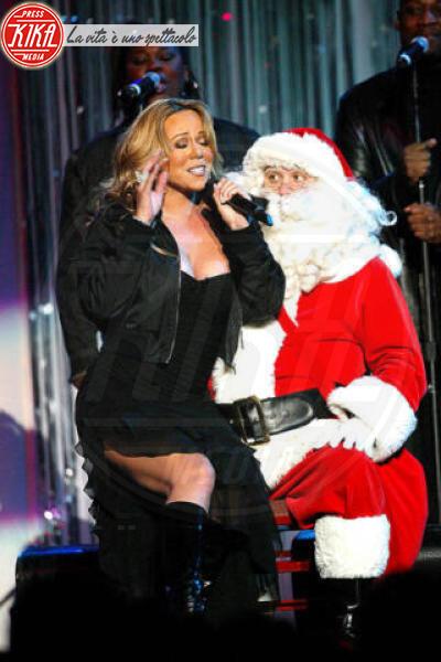 Mariah Carey - Anaheim - 19-12-2002 - Mariah Carey, tutti i segreti e le curiosità su mamma Natale
