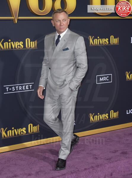 Daniel Craig - Los Angeles - 14-11-2019 - Knives out, Katherine Langford in Valentino sul red carpet