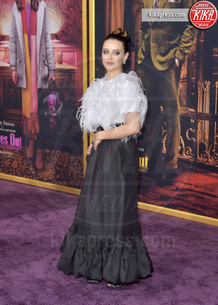 Katherine Langford - Los Angeles - 14-11-2019 - Knives out, Katherine Langford in Valentino sul red carpet