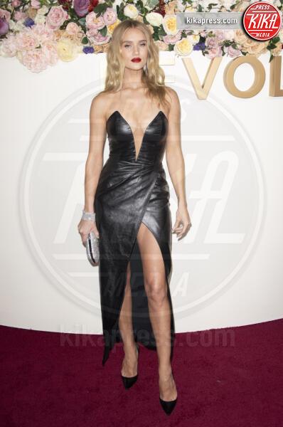 Rosie Huntington-Whiteley - Los Angeles - 15-11-2019 - Revolve Awards, la sensualità è una sfida a colpi di look