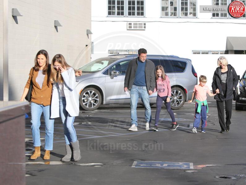 Samuel Affleck, Seraphina Rose Elizabeth Affleck, Violet Anne Affleck, Jennifer Garner, Ben Affleck - Westwood - 27-11-2019 - Jennifer Garner-Ben Affleck, musi lunghi in famiglia