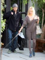 Rick Salomon, Pamela Anderson - Malibu - 22-12-2007 - Non c'è due senza tre... star dal SI' facile