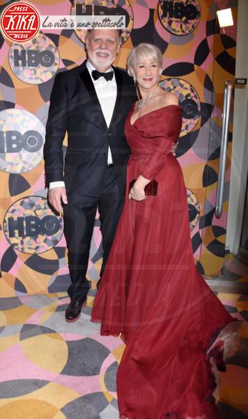 Taylor Hackford, Helen Mirren - Beverly Hills - 05-01-2020 - Golden Globes 2020, Helen Mirren signora in rosso al party HBO