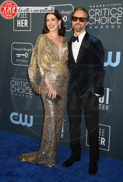 Adam Shulman, Anne Hathaway - Santa Monica - 12-01-2020 - Critics' Choice Awards: Anne Hathaway, guardatela negli occhi!