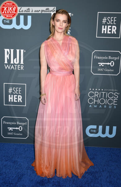 Betty Gilpin - Santa Monica - 12-01-2020 - Critics' Choice Awards: Anne Hathaway, guardatela negli occhi!