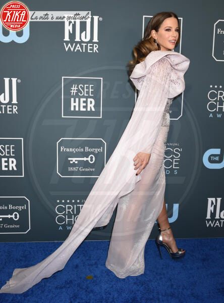 Kate Beckinsale - Santa Monica - 12-01-2020 - Critics' Choice Awards: Anne Hathaway, guardatela negli occhi!