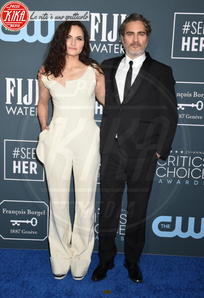Rain Phoenix, Joaquin Phoenix - Santa Monica - 12-01-2020 - Critics' Choice Awards: Anne Hathaway, guardatela negli occhi!