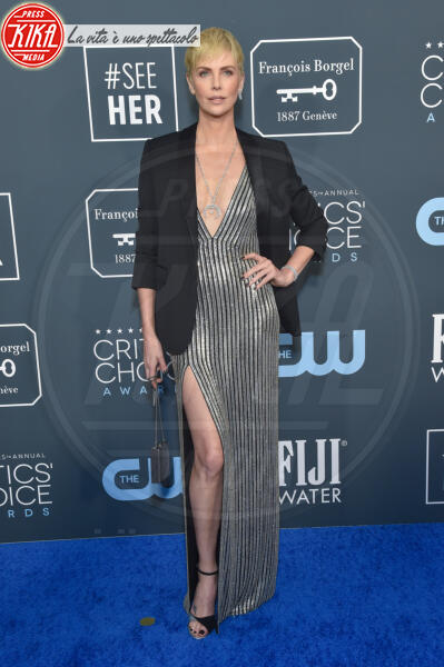 Charlize Theron - Santa Monica - 12-01-2020 - Critics' Choice Awards: Anne Hathaway, guardatela negli occhi!