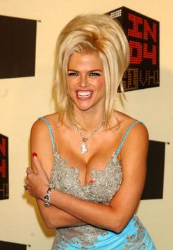 Anna Nicole Smith - Los Angeles - 01-12-2004 - Il giudice ordina l'esame del DNA per la figlia di Anne Nicole Smith