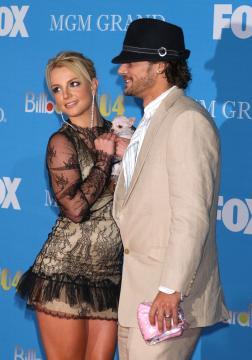 Bit Bit, Kevin Federline, Britney Spears - Las Vegas - 08-12-2004 - Britney Spears e Kevin Federline, coppia anti-fisco