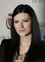"""Laura Pausini - Laura Pausini subito in testa alle classifiche con il nuovo album """"Primavera in anticipo"""""""