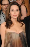 Angelina Jolie - Los Angeles - 27-01-2008 - Angelina Jolie è incinta di due gemelli