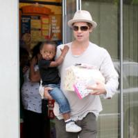 Zahara Jolie Pitt, Brad Pitt - Hollywood - 15-04-2007 - Angelina Jolie e Brad Pitt vogliono adottare un bambino del Sud America