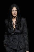 Monica Bellucci - Milano - 22-02-2008 - La Bellucci dice sì al bracciale antistupro